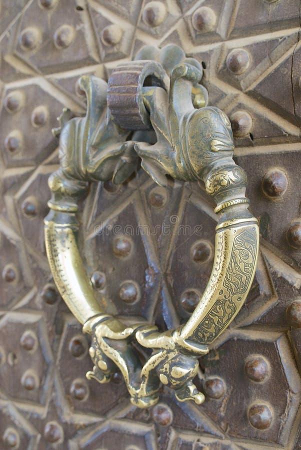 poign e de porte en bronze de vintage dans la mosqu e d. Black Bedroom Furniture Sets. Home Design Ideas