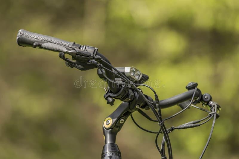 Poignée noire de bicyclette électrique photographie stock libre de droits