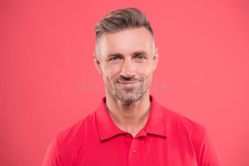 Poil et pilosité faciale Modèle beau mûr d'homme Ce qui il signifie être macho Beaut? normale Homme attirant photo libre de droits
