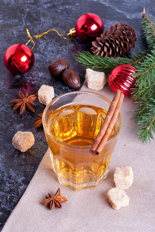 Poinçon chaud, cidre de pomme, boisson de cannelle images stock