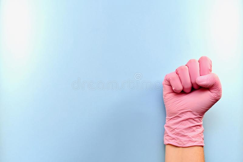 Poing de la bonne main enfilée de gants vers la droite photos libres de droits
