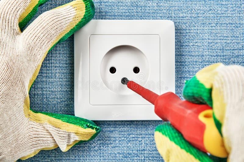 Point électrique de réparations, d'entretien et d'installations de puissance image libre de droits