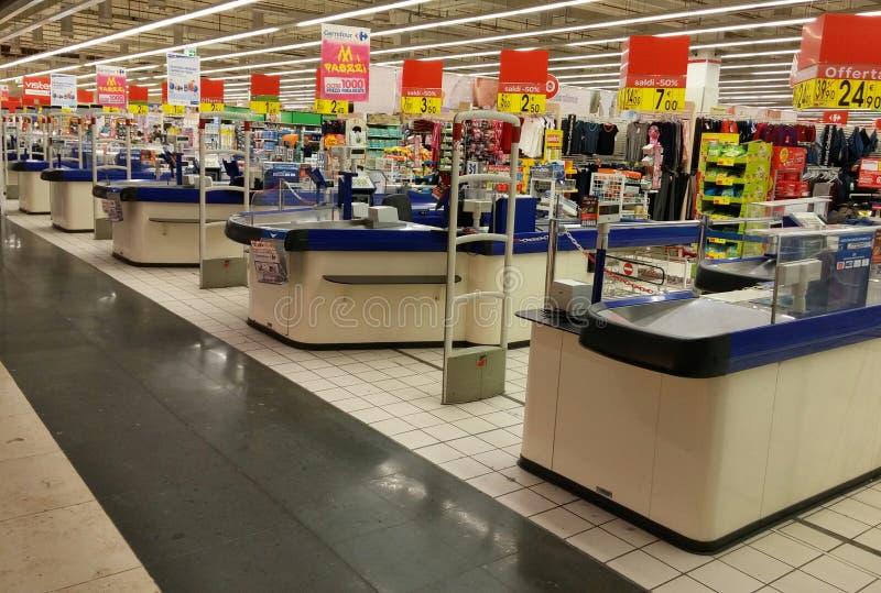 Point d'argent liquide dans le supermarché photographie stock libre de droits