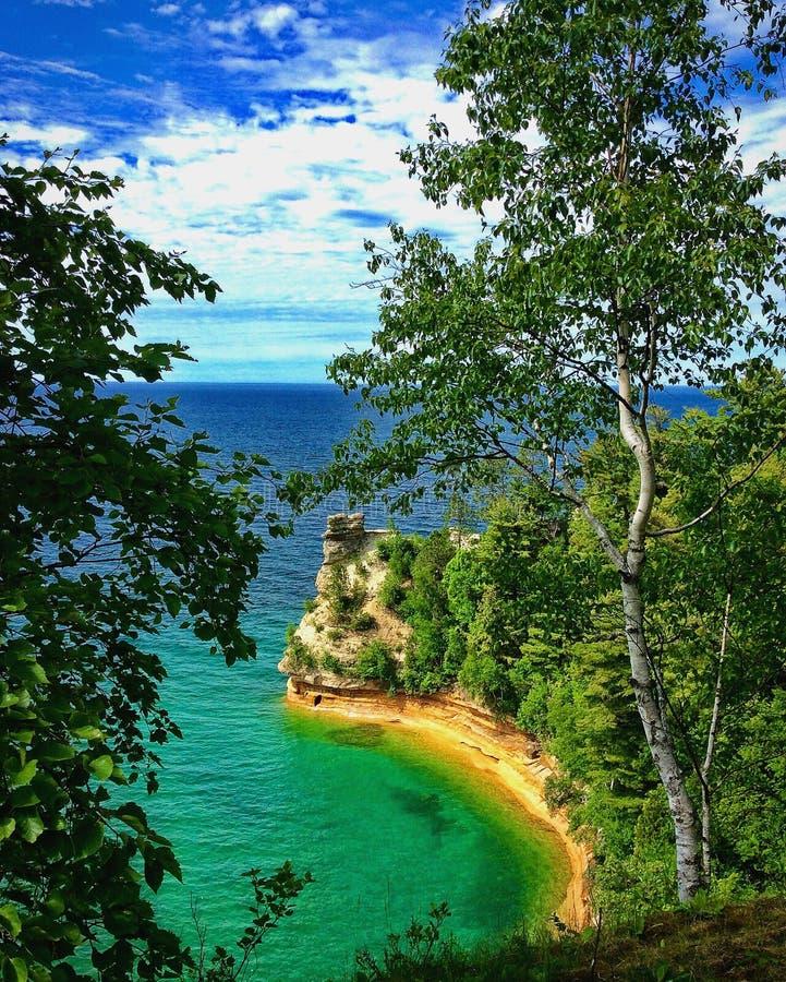Point de château de mineurs à au bord du lac national décrit de roches images libres de droits