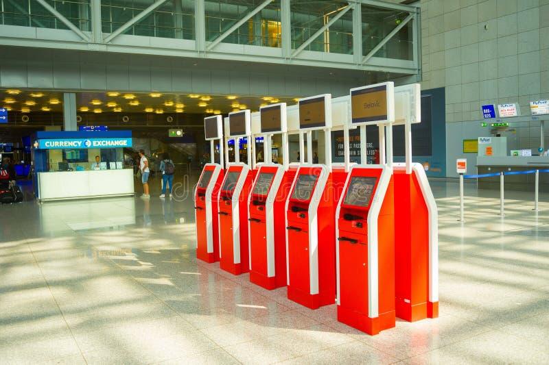 Point de contrôle de service d'individu, aéroport de Francfort images libres de droits