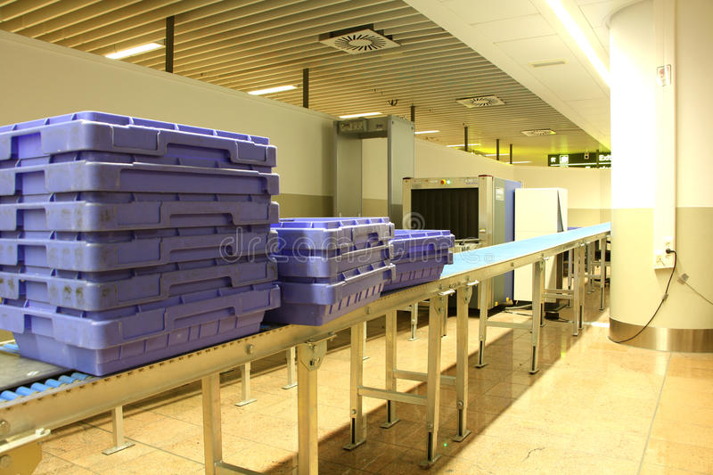 Point de contrôle de sécurité à l'aéroport photos stock