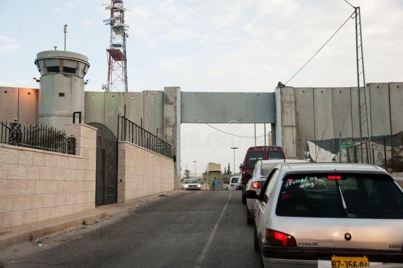 Point de contrôle et mur israéliens images stock
