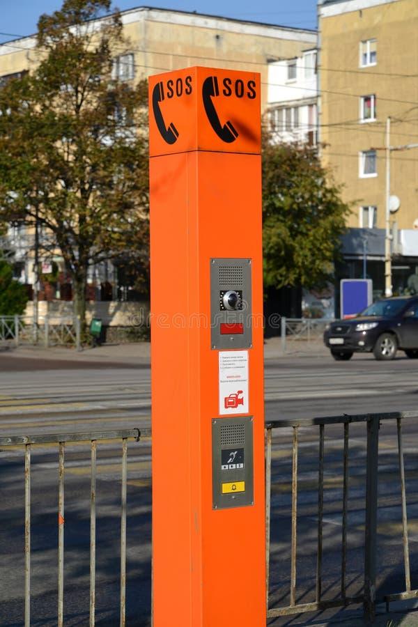 Point de la communication de secours le citoyen - maintenez l'ordre le ` sur la rue de Kaliningrad photos libres de droits
