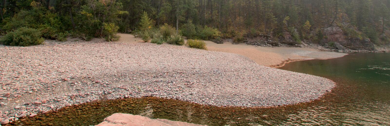 Point de rencontre à tête plate et repéré de rivières d'ours dans le secteur de région sauvage de Bob Marshall pendant les 2017 f photos libres de droits