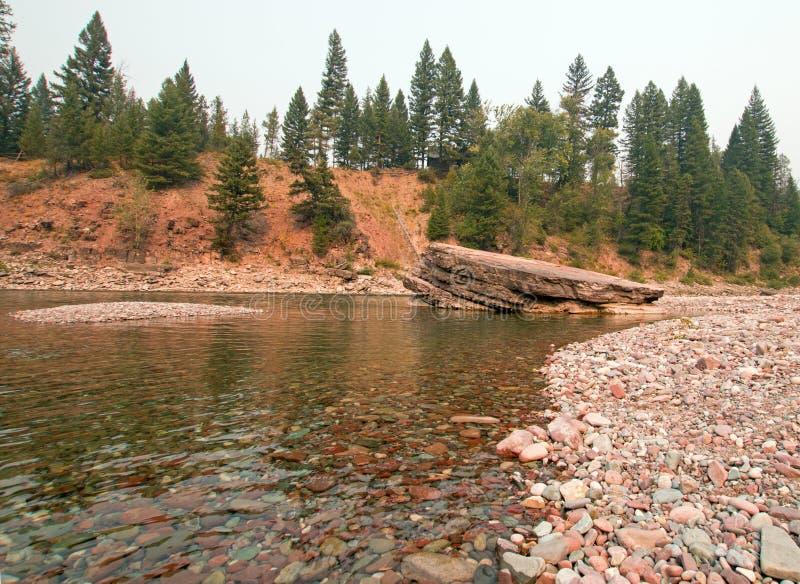 Point de rencontre à tête plate et repéré de rivières d'ours dans le secteur de région sauvage de Bob Marshall pendant les 2017 f images stock