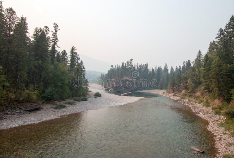 Point de rencontre à tête plate et repéré de rivières d'ours dans le secteur de région sauvage de Bob Marshall pendant les 2017 f image stock