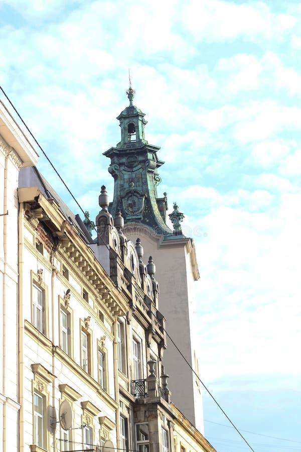 Point de rencontre Kronentor, détail de porte de couronne au fond baroque de ciel bleu de jour ensoleillé images stock