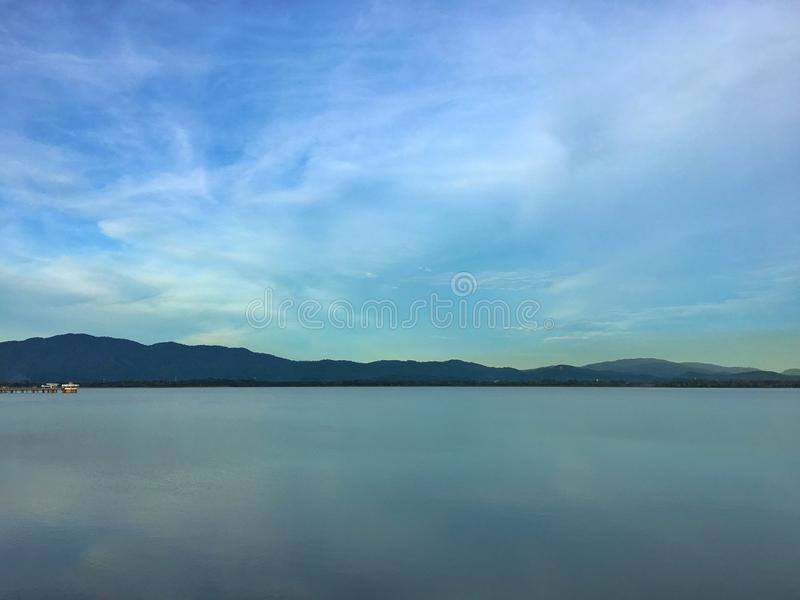 Point de repère de paysage le réservoir en Thaïlande photographie stock libre de droits
