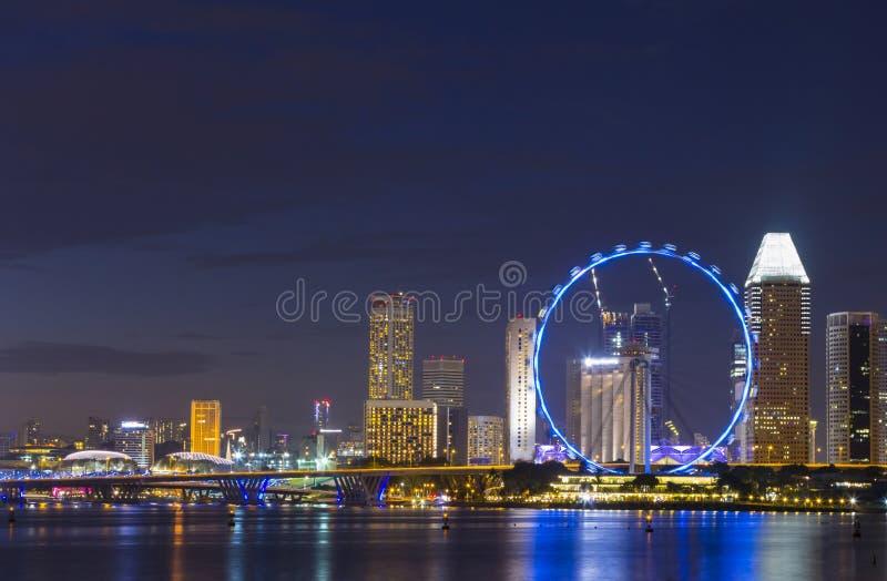 Point de repère de roue de vue et de ferris de paysage urbain de Singapour images libres de droits