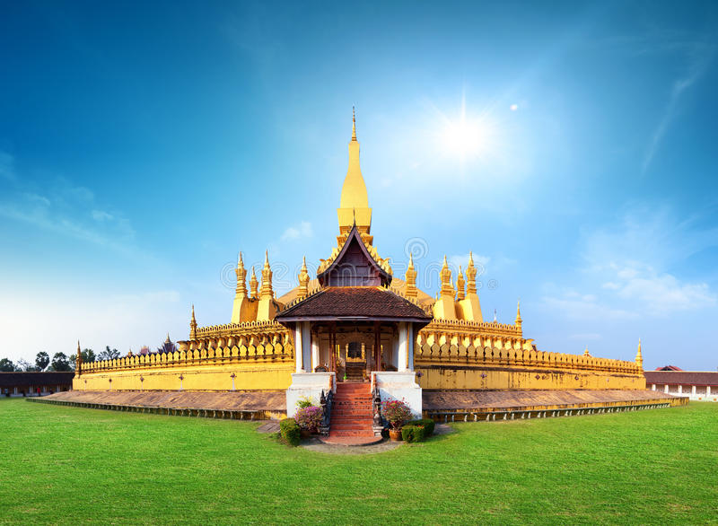 Point de repère de voyage du Laos, wat d'or Phra de pagoda qui Luang image libre de droits