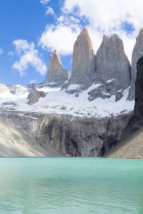 Point de vue bas de Las Torres, Torres del Paine, Chili images libres de droits