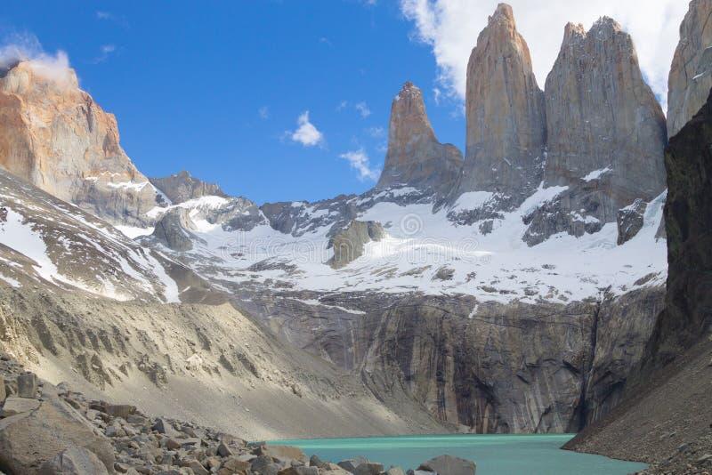 Point de vue bas de Las Torres, Torres del Paine, Chili photo libre de droits