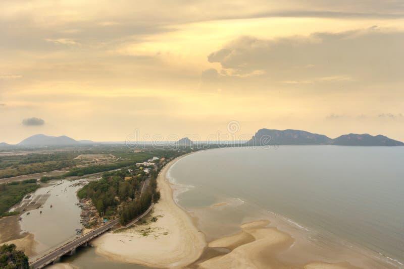 Point de vue chez Khao Chong Krachok, plage de Prachuap Khiri Khan, Thaïlande photographie stock