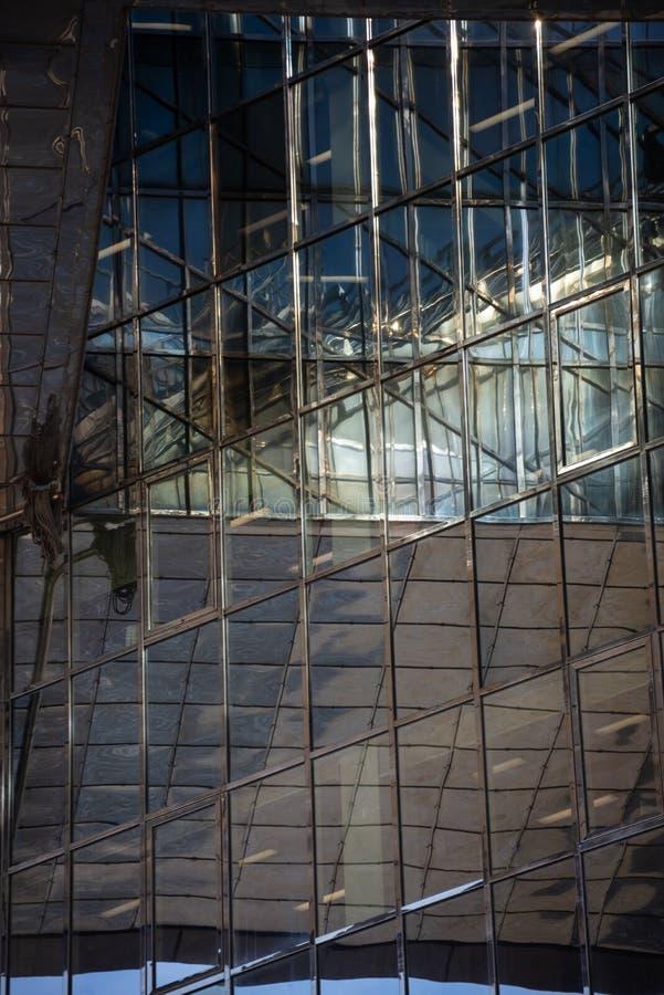 Point de vue d'un bâtiment architectural d'affaires de Londres images stock