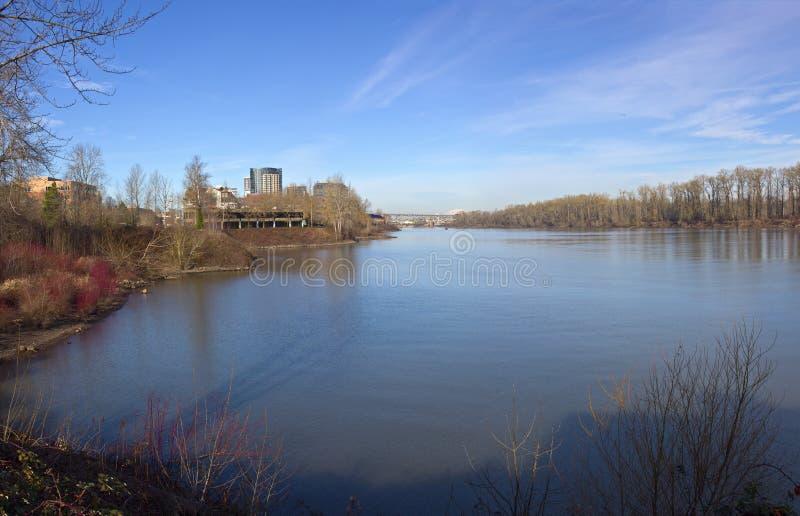 Point de vue de rivière de Willamette et nouvelles constructions image libre de droits