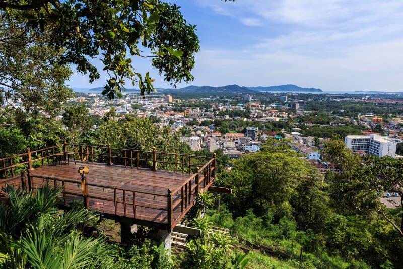 Point de vue de ville de Phuket à la colline Rang, Thaïlande image stock