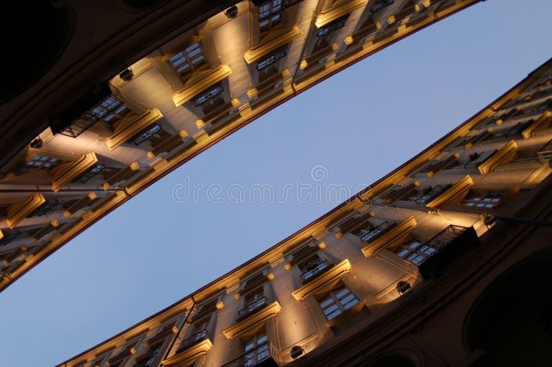 Point de vue diagonal de constructions photographie stock