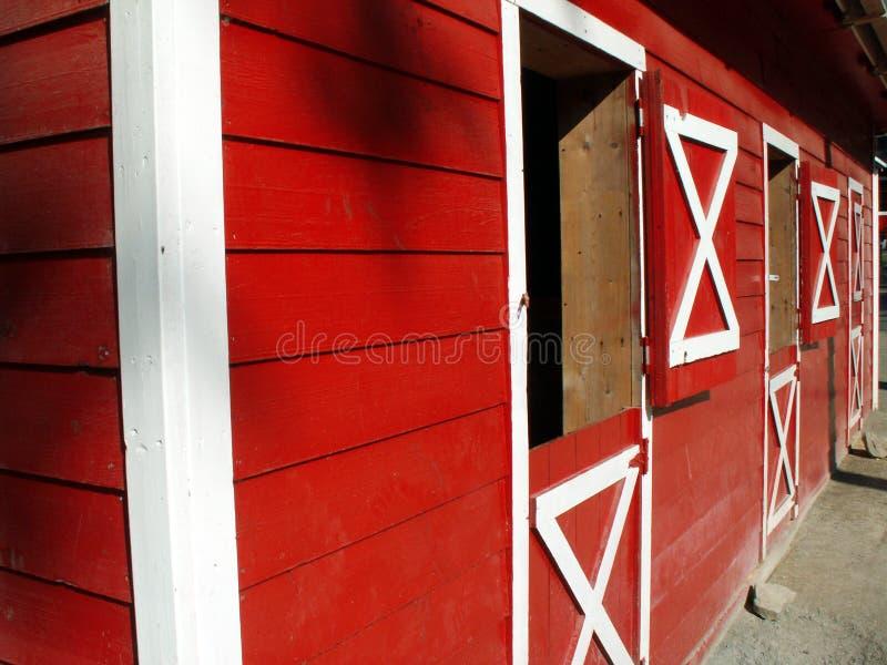 Point de vue rouge de grange photographie stock libre de droits
