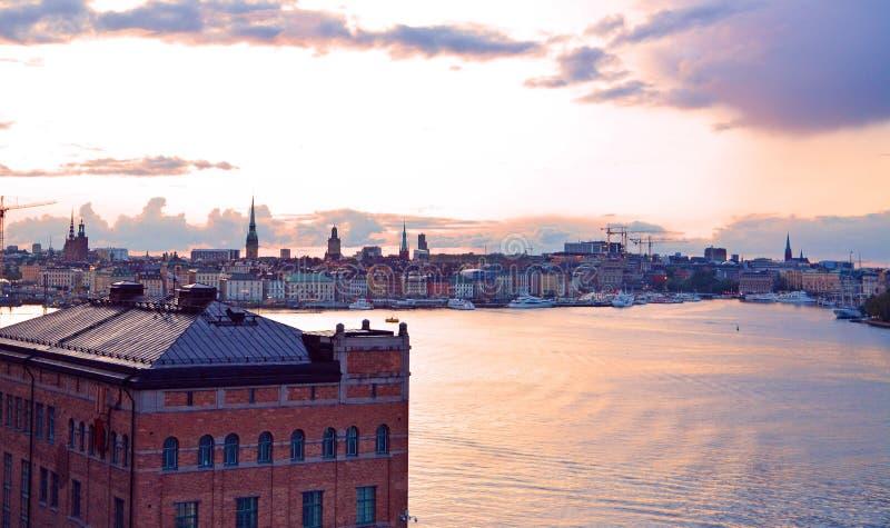 Point de vue scénique de paysage urbain de Stockholm de monteliusvägen au coucher du soleil image libre de droits