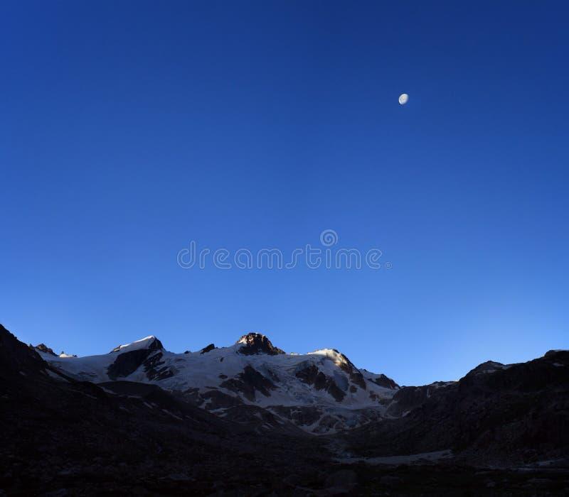 Point du jour dans Caucase photo libre de droits