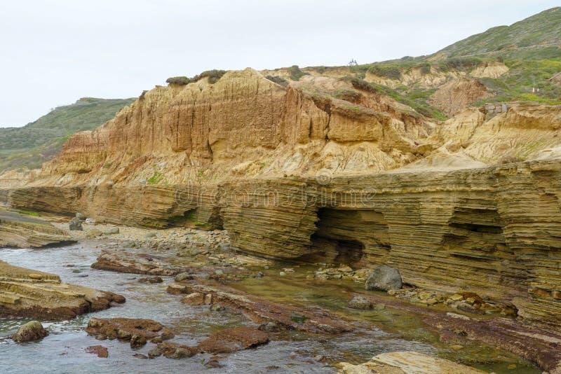 Point Loma przyp?ywu baseny Warstwy skała w piaskowu przypływu basenu teren, część Cabrillo obywatel Monume zdjęcie stock