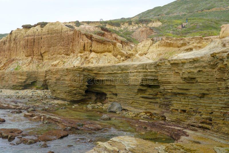 Point Loma przyp?ywu baseny Warstwy skała w piaskowu przypływu basenu teren, część Cabrillo obywatel Monume fotografia stock