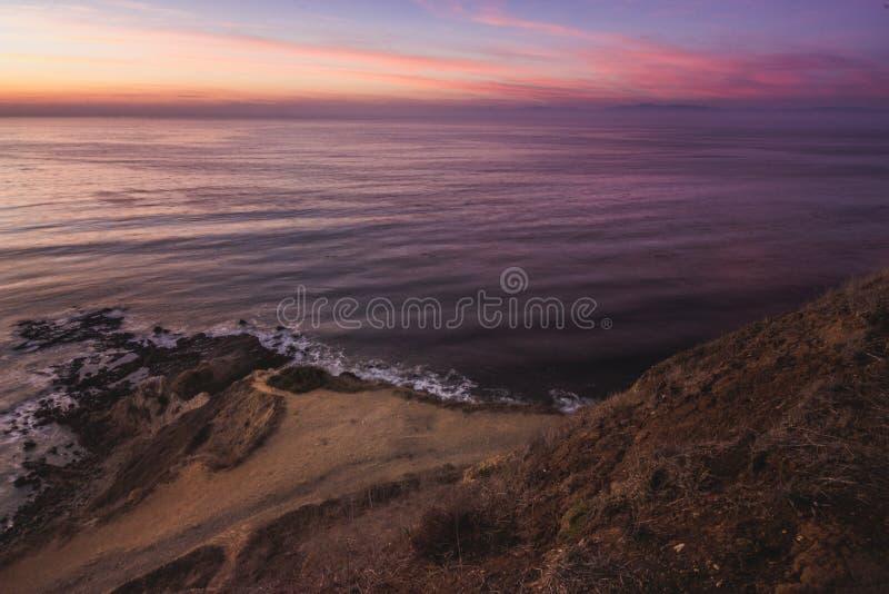 Point plat de roche après coucher du soleil photographie stock