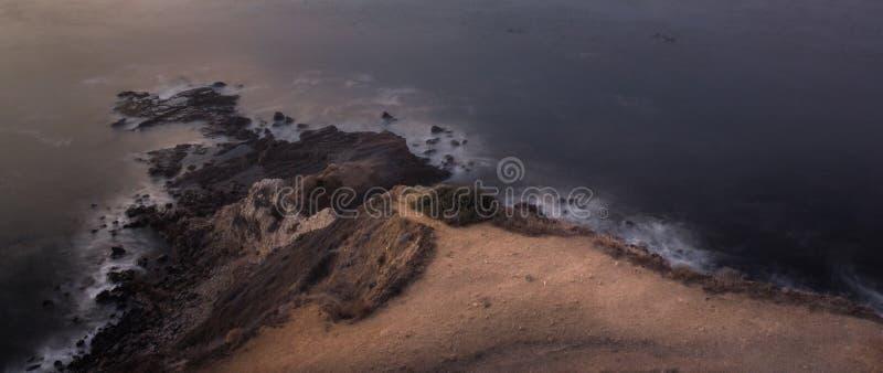 Point plat de roche après coucher du soleil image stock