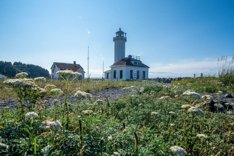 Point Wilson Lighthouse en parc d'état de Worden de fort en Washington State, dans Townsend gauche image libre de droits