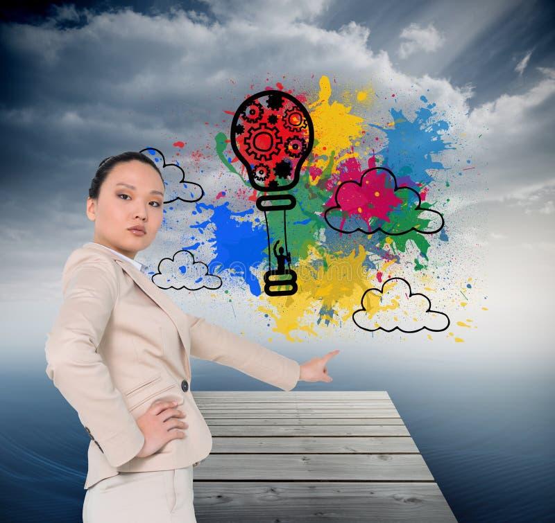 Pointage asiatique austère de femme d'affaires image stock