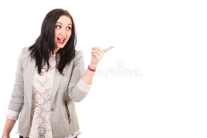 Pointage heureux stupéfait de femme images libres de droits