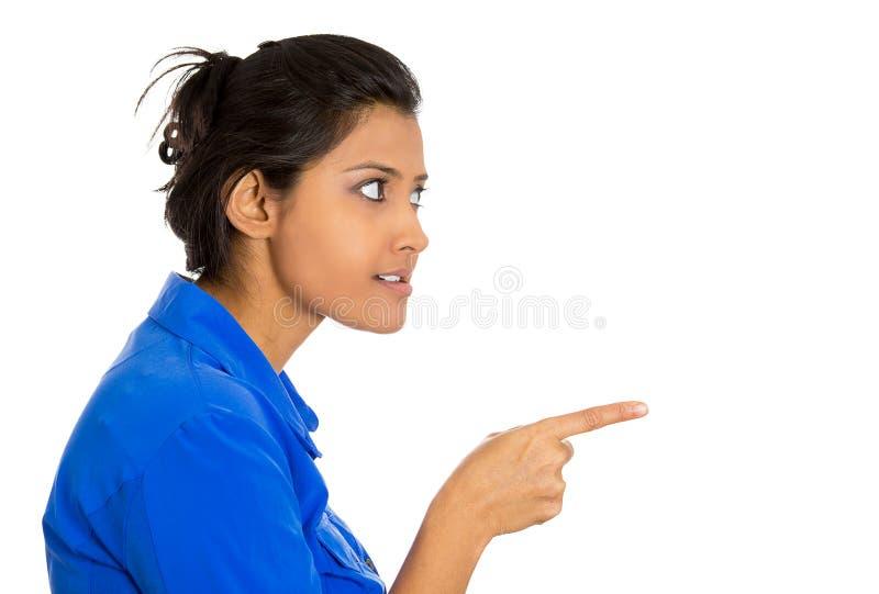 Pointage sérieux de femme images stock