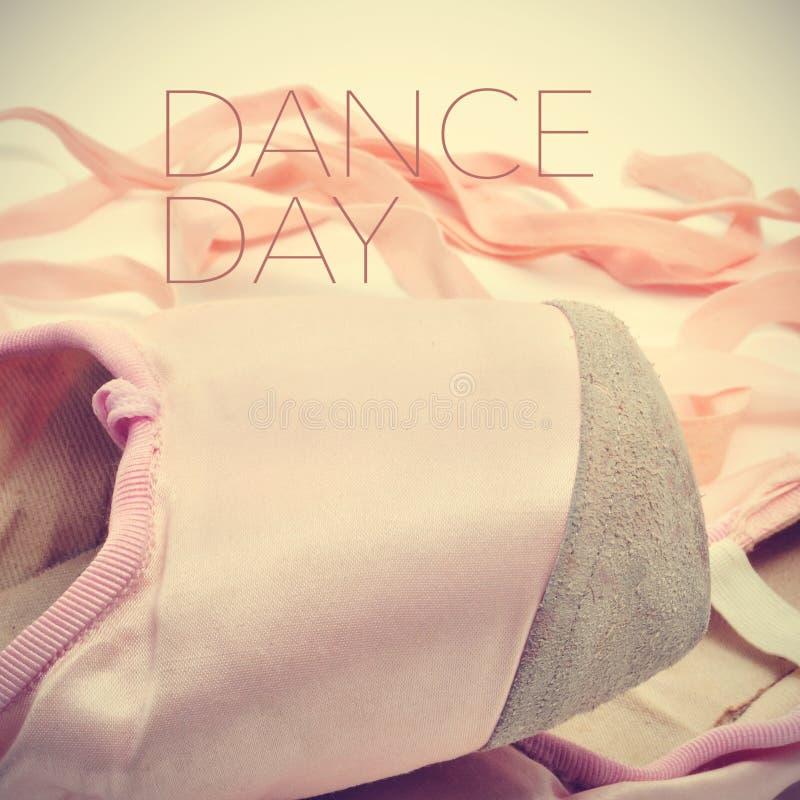 Pointe buty i tekst tanczą dzień, z retro skutkiem zdjęcie royalty free