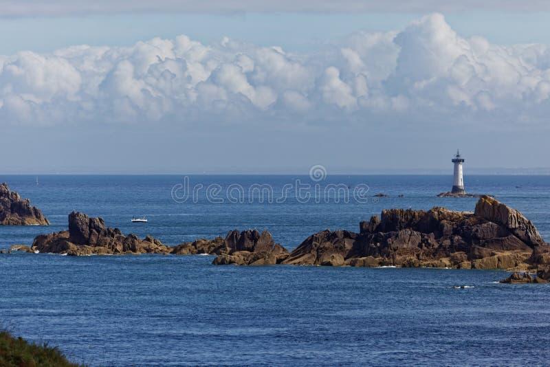 Pointe du皮埃尔deHerpin Groin和灯塔  库存图片