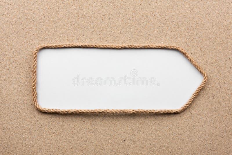 Pointer robić arkana z białym tłem na piasku z miejscem dla twój teksta, zdjęcia stock