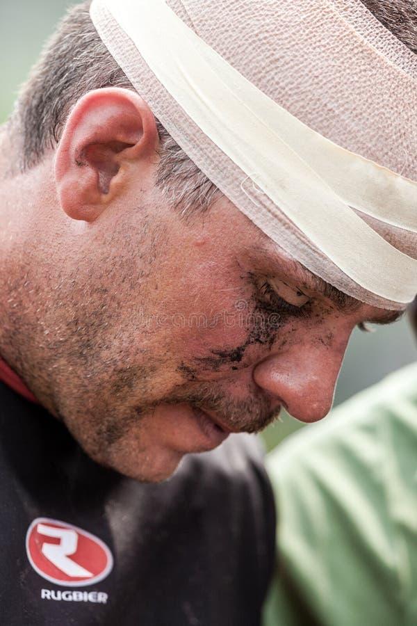 POINTNOIRE/CONGO - 18. MAI 2013 - ausdrucksvolles Porträt des verletzten Rugbyspielers stockbilder