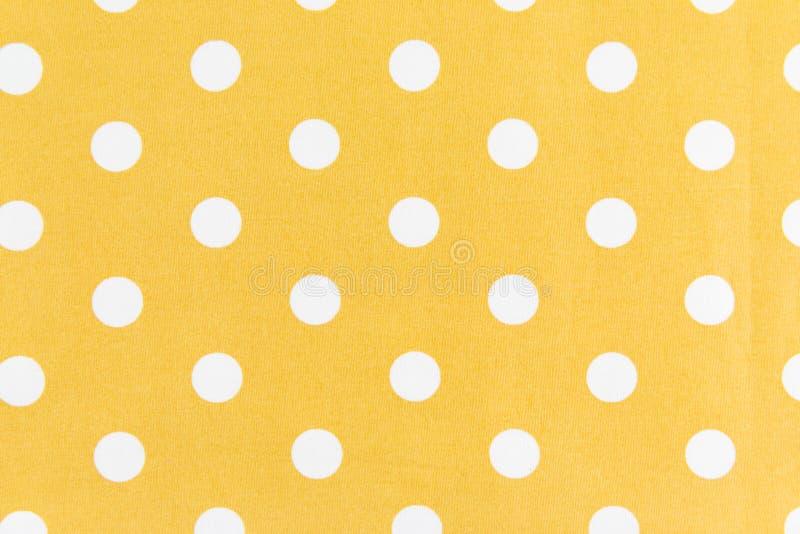 Points blancs sur le fond jaune photographie stock libre de droits