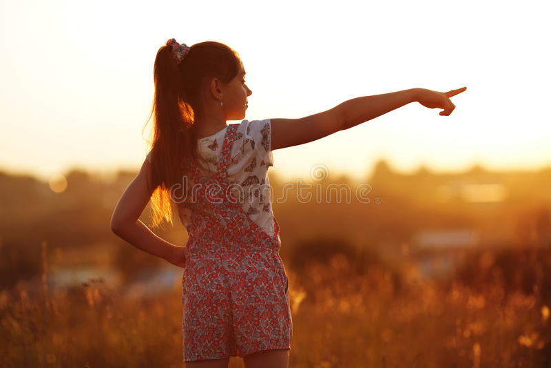 Points de petite fille vers photographie stock