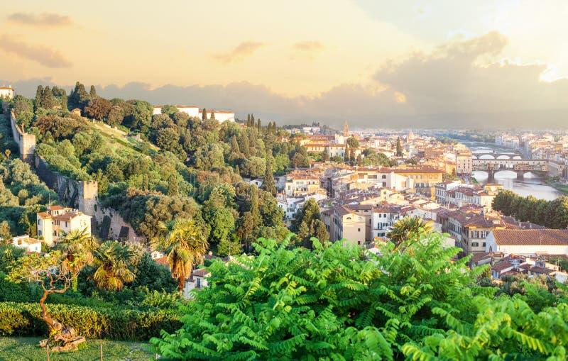 Points de repère de Firenze Paysage urbain de Florence Italy Skyline avec le pont et le fleuve Arno de Ponte Vecchio Paysage de S photographie stock libre de droits