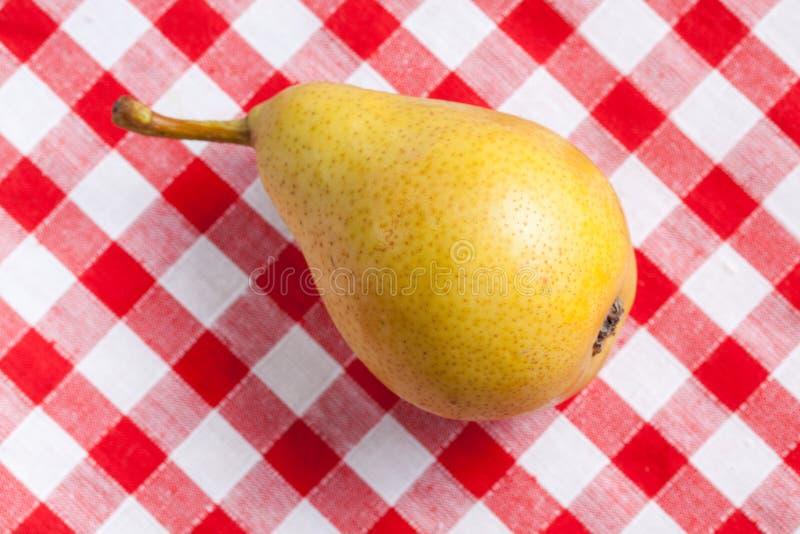 Poire jaune photographie stock libre de droits