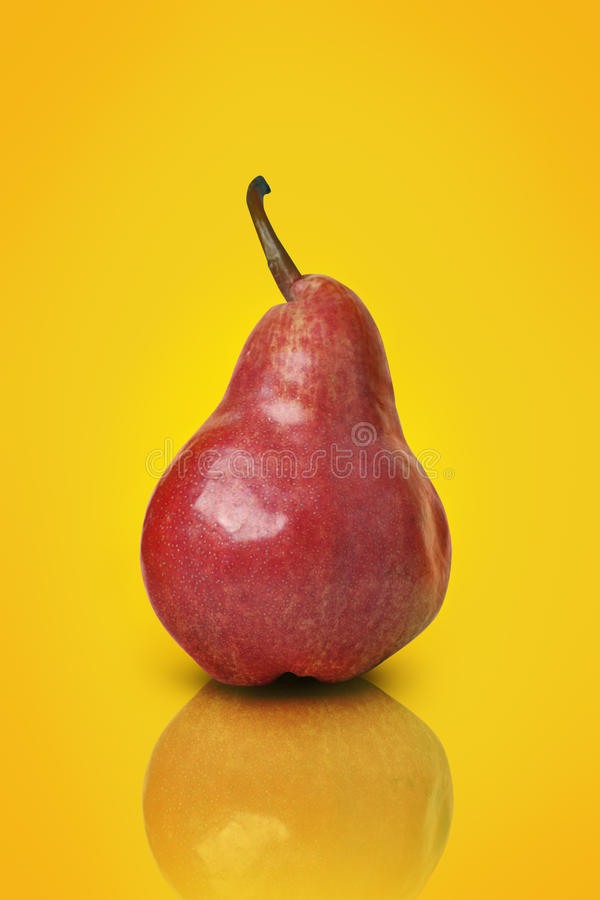 Download Poire rouge image stock. Image du jaune, poire, casse - 14560717