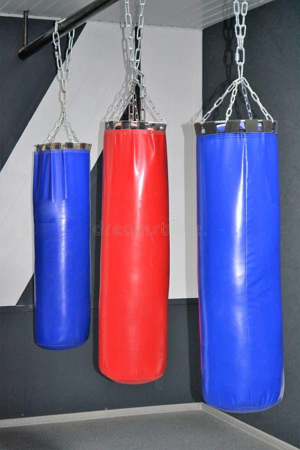 Poires de boxe de sports pour la formation photographie stock libre de droits