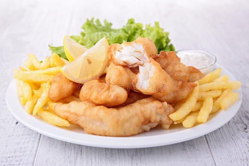 Poisson-frites avec de la salade image libre de droits