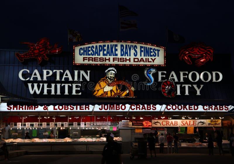 Poissonnerie de baie de chesapeake la nuit photos libres de droits