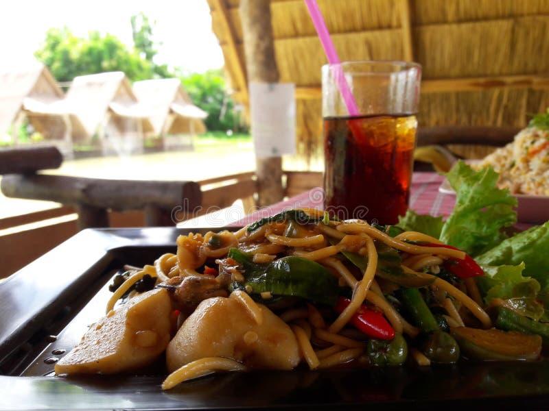 Poissons mis le feu, nourriture thaïlandaise images stock